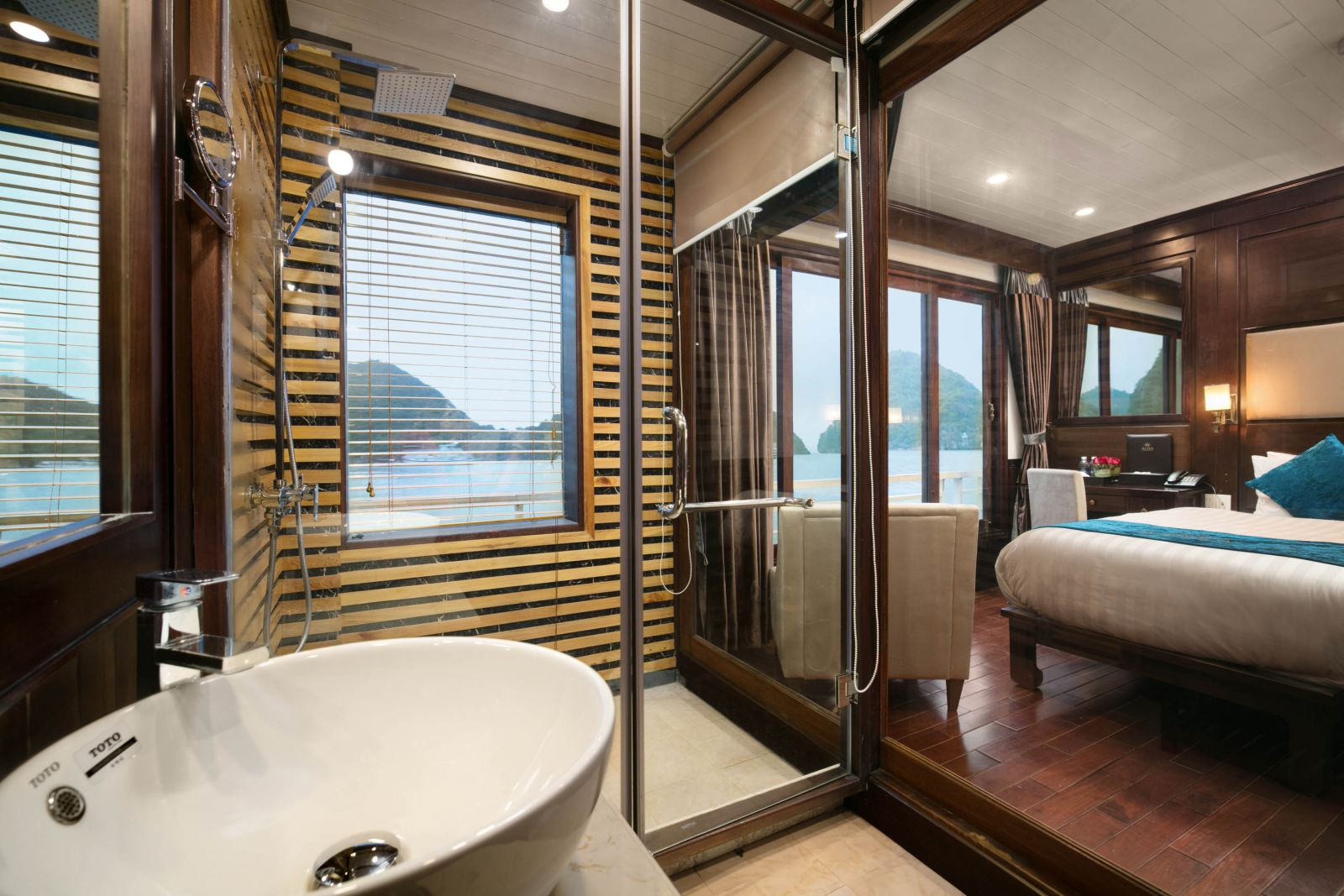Luxury Bathroom on Alisa Cruise