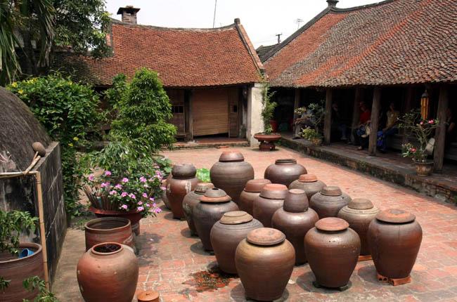DUONG LAM ANCIENT VILLAGE – VAN PHUC SILK VILLAGE