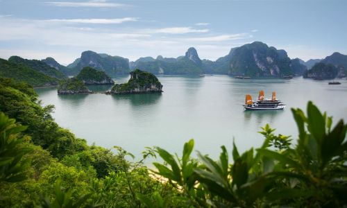 Halong Bay one day trip-tour from Hanoi-Thaison Palace Hotel