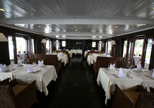Bhaya Cruise - Restaurant