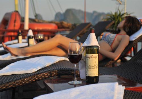 Ginger Cruise - Relaxing on Sundeck
