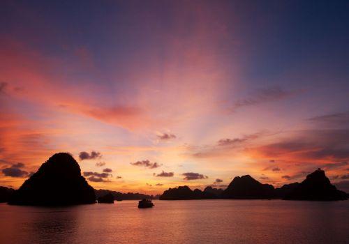 Sunset on Halong Bay - Ginger Cruise
