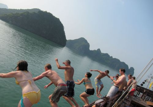 Ginger Cruise-Swimming on Halong Bay