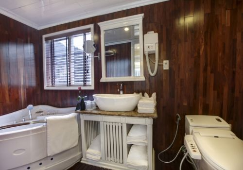 Signature Halong Cruise - Bathroom
