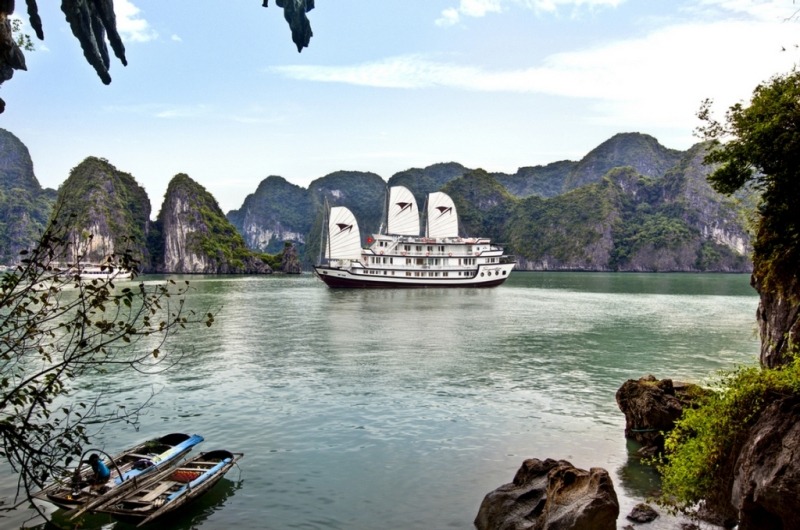 Signature Halong Cruise - Overview Halong Bay